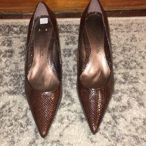 Gloria Vanderbilt copper brown pointed heels